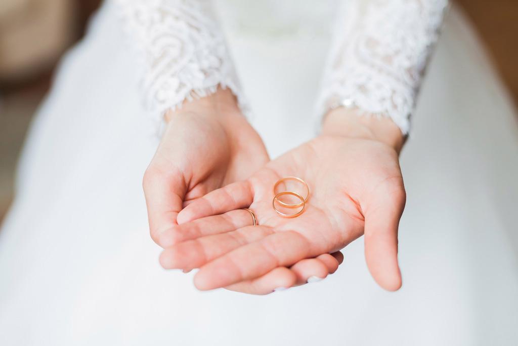 Contrata Seguros de reorganización de bodas de Eduardo del Hierro